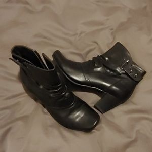 Leather ankle boots Melia brand